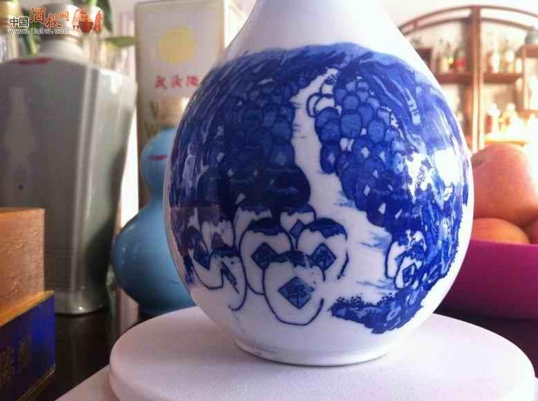 12年郎酒完美青花瓷手绘