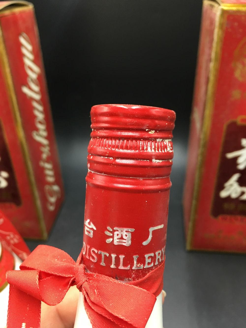██97年茅台酒厂,飞天仙女标,53%大肚瓷瓶《贵州特曲》██