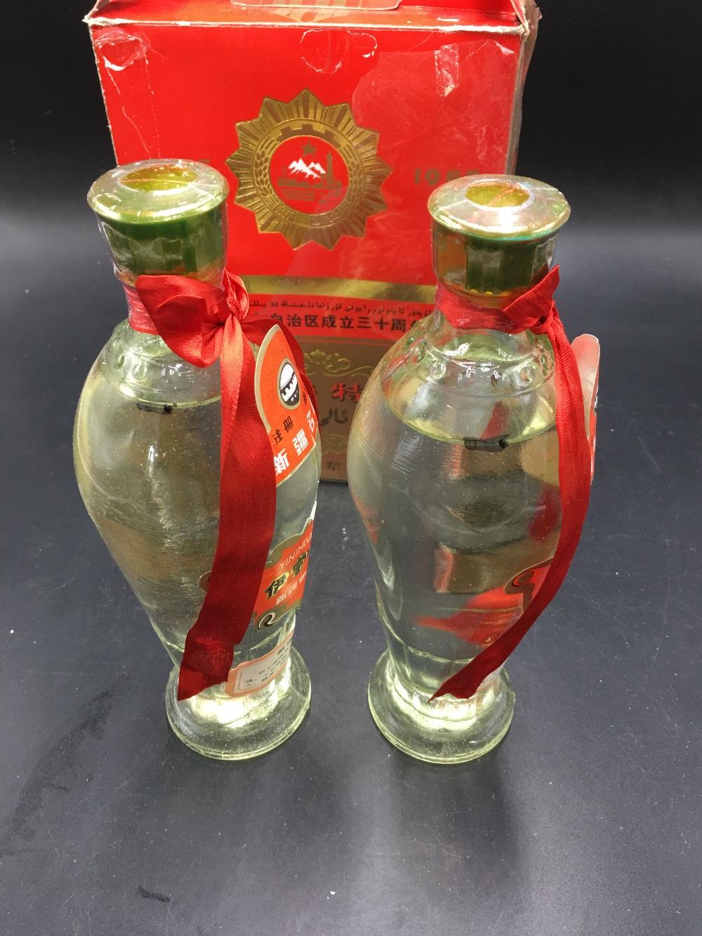 ██新疆维吾尔自治区成立三十周年纪念---精品收藏85年新疆名酒《伊宁特曲》██